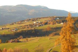 Herbstlandschaft mit Blick zum Ritten